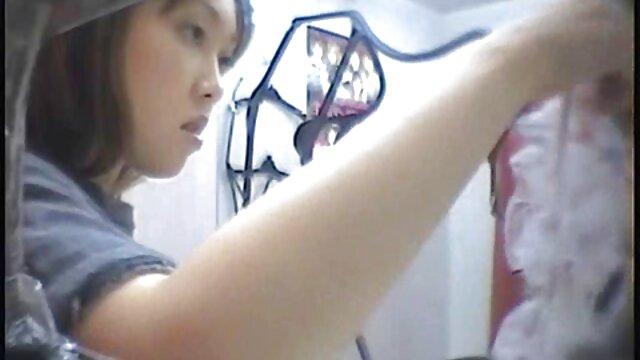 Donna Vargas con máscara negra y medias porno movie latino folla y sopla
