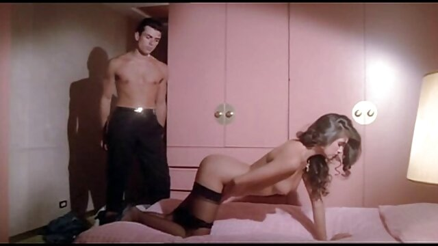 Darla porno casero en español latino está tan caliente el día de Navidad de 2011