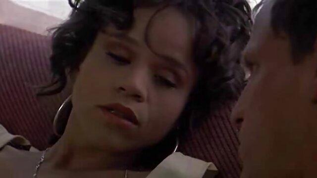 ¡La brasileña Samantha porno español latino hd muestra cómo montar correctamente LA POLLA!