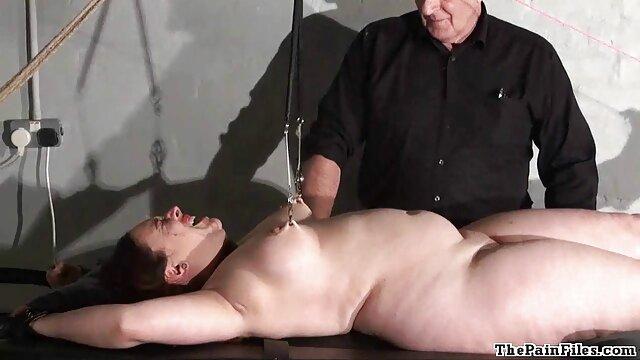 Gefesselt und xxxen latino mit Arschhaken anal bestraft