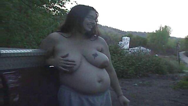 Una rubia muy caliente es follada y videos porno latino español follada a puño